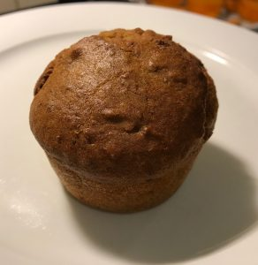 Healthy Halloween Party Food: the mini muffin with pumpkin and walnuts is ready